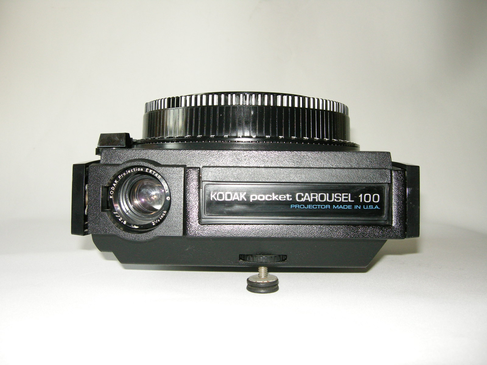 PROJETOR KODAK COROUSEL POCKET 100 C/ CARROUSEL P/ 120 SLIDES, CX E MANUAL (TAM. 110MM)